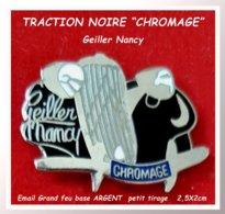 """SUPER PIN'S CITROËN TRACTION : Création De L'Atelier De CHROMAGE """" GEILLER NANCY"""" Petit Tirage émail Grand Feu Argent - Citroën"""