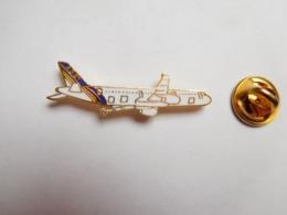 Superbe Pin's En EGF , Aviation , Avion Airbus A321 - Avions