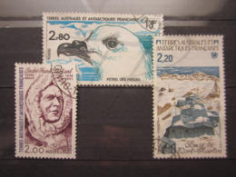 VEND BEAUX TIMBRES DES T.A.A.F. N° 110 - 112 !!! - Tierras Australes Y Antárticas Francesas (TAAF)