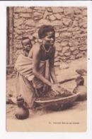 CP ETHIOPIE Femme Galla Au Travail - Ethiopie