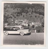 BB212 - PHOTO - Vallée D'Aoste - Village - 1961 ? - Voiture Ancienne - CHAMBORD - SIMCA - Automobili