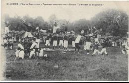 """St - JUNIEN / FETE DE GYMNASTIQUE / PYRAMIDES EXECUTEE PAR LA SOCIETE """" L' AVENIR DE St - JUNIEN """" / ANIMATION - Saint Junien"""