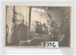 3675 AK/PC/CARTE PHOTO/N°392/INTERIEUR D ATELIER DE LUTHIERS A IDENTIFIER - Cartoline