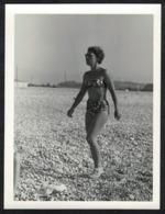 Photo Ancienne 60's Snapshot 12 X 9 - Femme Pin-up En Bikini Maillot De Bain Sh05 - Pin-ups