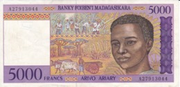 BILLETE DE MADAGASCAR DE 5000 FRANCS DEL AÑO 1995 CALIDAD EBC (XF) (BANKNOTE) LEMUR - Madagascar