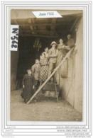 3840 AK/PC/CARTE PHOTO/N°562/GROUPE SUR L ECHELLE DE LA GRANGE - Cartoline
