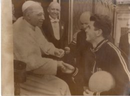 Pope E. Pius XII Meets Antonio Costanzo, Captain Of St. John's College Basketball Team Of Rome 1955 - Famous People