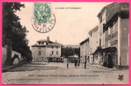Bagnols Sur Cèze - Cèse - Place Du Château - Entrée De L'Ecole Superieure - Restaurant - Animée - Edit. C. ARTIGE - 1907 - Bagnols-sur-Cèze