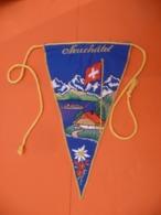 FANION De VILLE Neuchâtel ( Suisse - Oggetti 'Ricordo Di'