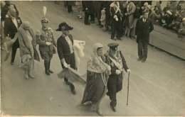 130919D - FAMILLE ROYALE DE BULGARIE - 1930 Assise Cortège Mariage Des Souverains Bulgares Ferdinand Et Boris - Identified Persons