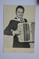 Raymond BOISSERIE-son Accordeon-format  Carte Postale-voir Scan Du Dos - Musique Et Musiciens