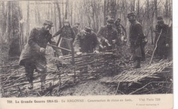 La Grande Guerre 1914-15 - En Argonne - Construction De Claies En Forêt - War 1914-18