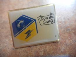 A040 -- Pin's Poste Don Du Sang - Postwesen