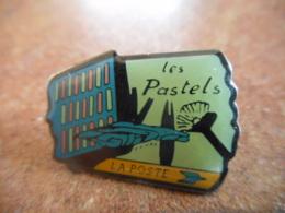 A040 -- Pin's Poste Les Pastels - Postes