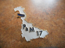 A040 -- Pin's Poste P à M 17 -- Exclusif Sur Delcampe - Postes