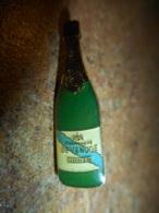 A041 -- Pin's Alcool Champagne De Venoge Cordon Bleu -- Exclusif Sur Delcampe - Boissons