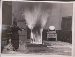 KILLING THE BLAZE  20*15CM Fonds Victor FORBIN 1864-1947 - Profesiones