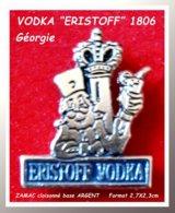 """SUPER PIN'S BOISSON-VODKA : """"ERISTOFF VODKA"""" Crée En 1806 Par Le PRINCE ERISTOFF D'où La Couronne, ZAMAC ARGENT 2,7X2,3 - Getränke"""