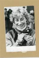 HIPPISME -  FRANCE VITTADINI  Remporte La Bague De Diamant  Réservée Aux Jockeys Femmes  1975 - Sporten