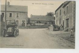BEAULIEU SUR OUDON - Le Bourg (animation Avec Automobile Devant Commerce MOREAU RICHARD , Débitant ) - Francia