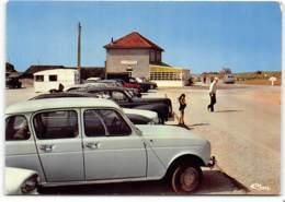 Ste Marie Du Mont. Utah Beach.  Café Du Debarquement    Edit Cim . Renalt 4L Citroen 2CV Peugeot 203 - France