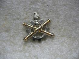 Pin's Armée Parachutistes: Service Du Matériel Et De Maintenance - Militaria