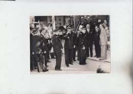 RT33.245  VAR .PHOTO 13 X18 Cm FOIRE DE TOULON 31 MAI 1952. L'ARRIVEE DES PERSONALITES DE LA MARINE - Foires