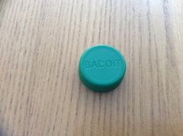 Bouchon De Bouteille D'eau Plastique «BADOIT» - Autres Collections