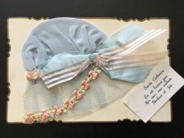CPA Bonnet De Sainte Catherine Satin Et Tulle Bleus Guirlande Broderie Rose Et Verte - Sainte-Catherine