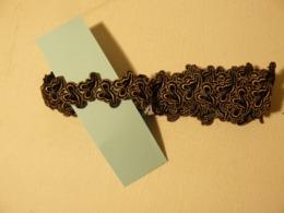 Dentelle, Broderie, 2 Mètre Noir Brodé Or. - Laces & Cloth