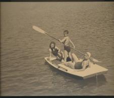 Enfants Sur Bateau En Mer  Photo Originale - Anonymous Persons