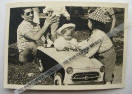 Voiture à Pédales Peugeot 403 Jouet Avec Enfants Belle Photo Originale 1958 Cliché Amateur Snapshot - Automobile