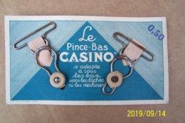 Carton Publicitaire - Le Pince-Bas CASINO - Ft 13 X 7 Cm (avec Véritables Pince-bas) - Publicité