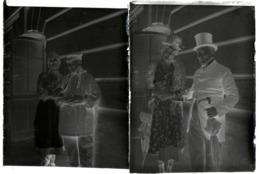 Lot De 2 Plaques De Verre Négatifs Originaux Couple En Costume De Scène Au Théâtre D'Evreux En 1930 - Glass Slides