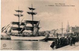 Saint-Malo - Brick & Torpilleurs Dans Le Bassin - N°71 HLM - Grand Voilier Bateau - Saint Malo