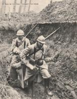 Image - Photo De La Guerre 1914-18 - Dans Les Tranchées - Transport D'un Blessé - Vieux Papiers