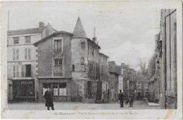 RARE 1 - St-Maixent - Vieilles Maisons à L'entrée De La Rue Du Marché CPA écrite En 1919 - France