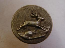 Bout. 2. Ancien Bouton En Laiton Et Fer Représentant Un Cerf - Buttons