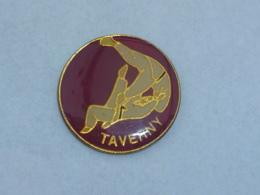 Pin's JUDO CLUB DE TAVERNY - Judo