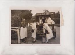 MILKMEN /WOMAN SISTERS RUN OWN FARM  HERNE BAY MILK MOTOR VAN  20*15CM Fonds Victor FORBIN 1864-1947 - Profesiones