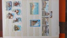Petite Collection De ROUMANIE Entre 1994 Et 1996 En Timbres Et Blocs ** . A Saisir !!! - Collections (en Albums)