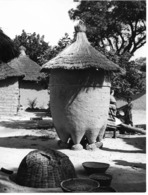 Photo Haute Volta 1980. Grenier De Famille. Photo Du Père Gust Beeckmans - Africa