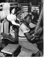 """Photo Haute Volta 1980. Toéssé Promotion Féminine Rurale Des """"mossi"""". Tissage . Photo Du Père Gust Beeckmans - Africa"""