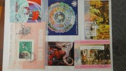 Plus De 170 Blocs, Bandes, Carnets Oblitérés De Différents Pays. A Saisir !!! - Collections (en Albums)