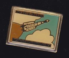 60041- Pin's .philatelie Spatiale.espace.fusée.Kourou.guyane... - Espace