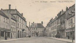 CPA 88 (Vosges) SENONES / LA PLACE DE L' HÔTEL DE VILLE / ANIMEE - Senones
