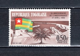 TOGO N° 381    NEUF SANS CHARNIERE COTE  0.25€  DRAPEAUX  PORT - Togo (1960-...)
