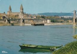 71 Tournus, Le Pont Suspendu Et L'Eglise Saint Philibert - Autres Communes
