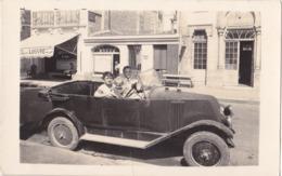 ROYAN EN CHARENTE MARITIME 14 BOULEVARD BOTTOM CARTE PHOTO VOITURE GAREE DEVANT L'HOTEL DU LOUVRE ET BAINS DOUCHES - Royan