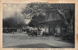 CPA Les Alpes Pittoresques - LARAGNE - L'Entrée Du Pays (Côté Digne) - La Place Et La Fontaine - France